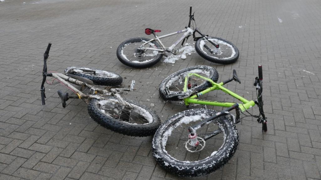 Die Mountainbikes sind komplett vereist.